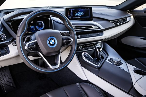 P90133087_lowRes_the-bmw-i8-09-2013